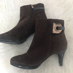 Women's ankle boots size 8.5 ,Brow,